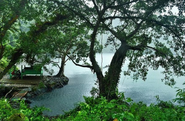 40 Tempat Wisata Gresik Memukau Pengunjung Danau Kastoba Prasasti Butulan