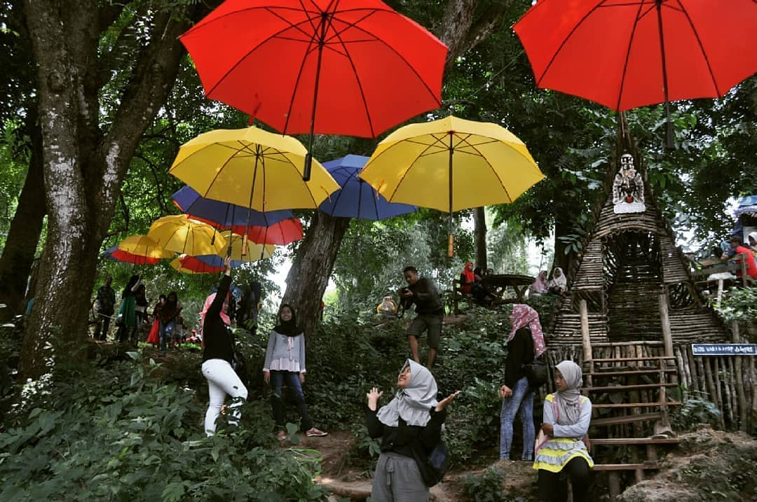Ujungpangkahgresik Hash Tags Deskgram Sedia Payung Sebelum Hujan Payungnya Udah