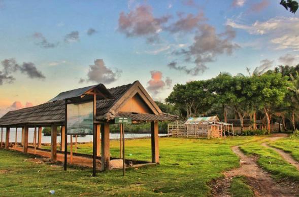 40 Tempat Wisata Gresik Memukau Pengunjung Pantai Kuburan Panjang Situs