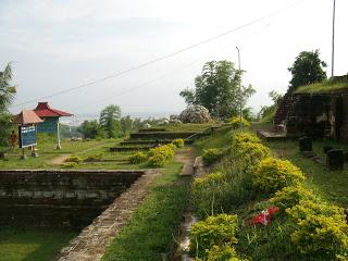 Eko Magelang Situs Giri Kedaton Dihalaman Lereng Barat Cungkup Makam