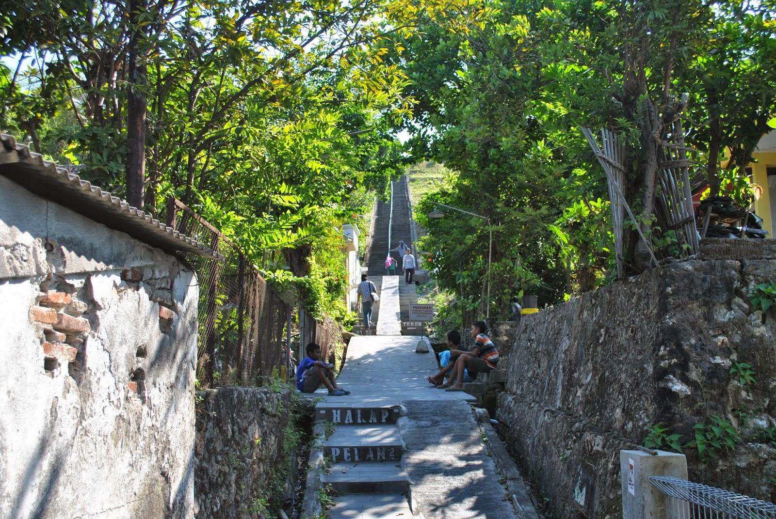 Melihat Kota Gresik Atas Giri Kedaton Trip Situs Makam Raden