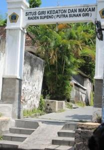 Wisata Heritage Sejarah Sekar Giri Kedaton Gresik Lokasi Situs Makam