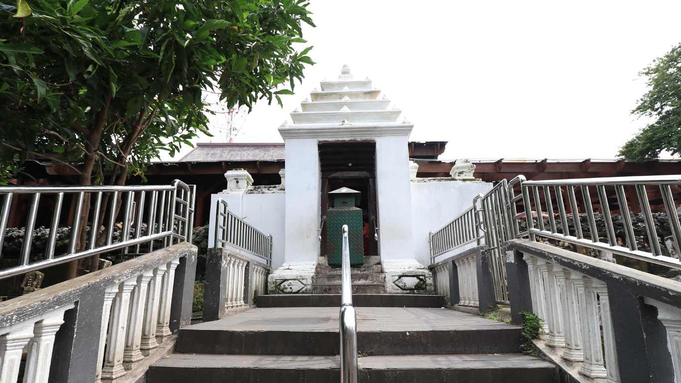 Makam Sunan Giri Dinas Pariwisata Kebudayaan Kabupaten Gresik Cari Wisata