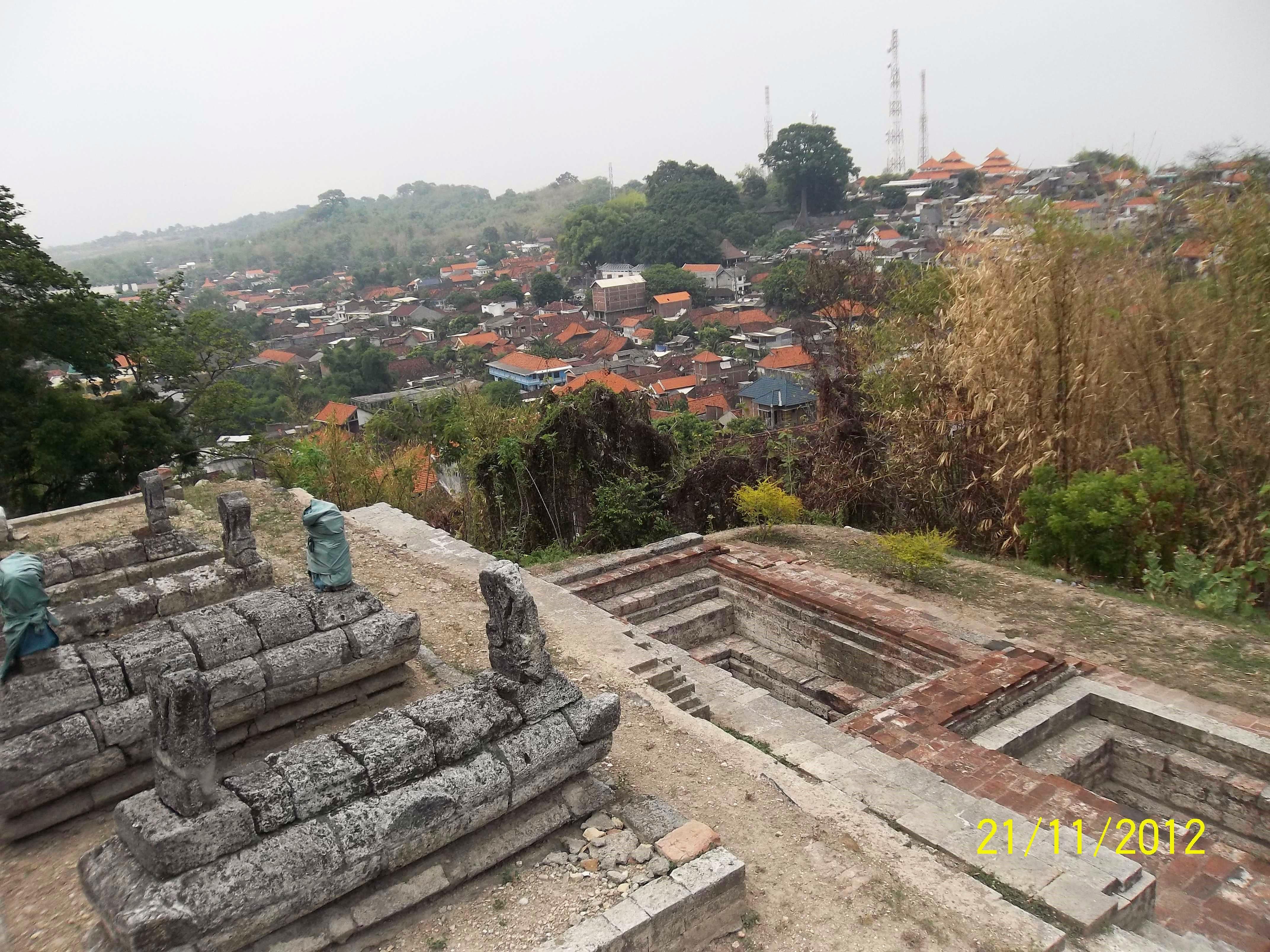 Makam Sunan Giri Gresik Terancam Longsor Akibat Pemukiman Padat Kedaton