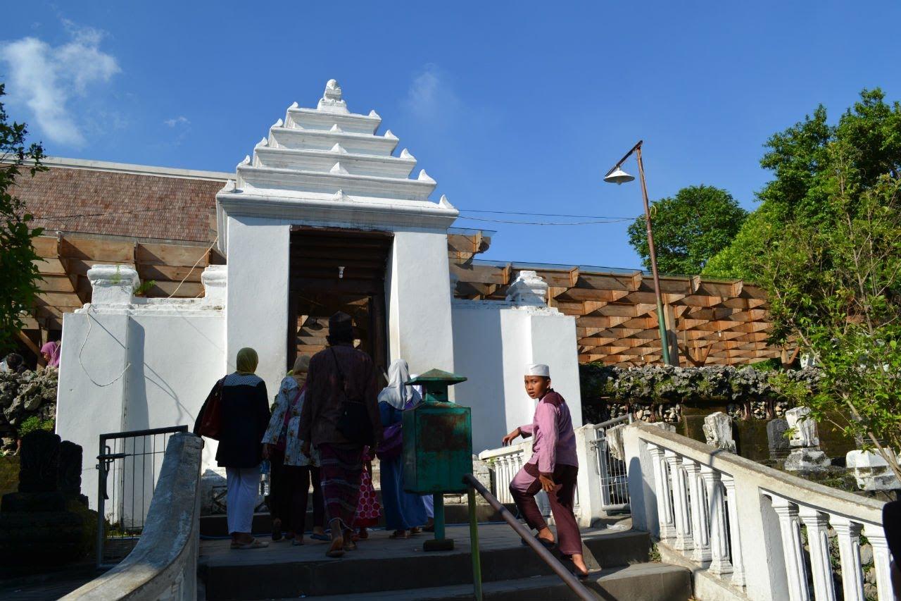 Makam Sunan Giri Gresik Youtube Wisata Religi Prapen Kab