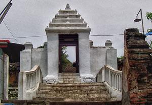 Mengenal Sunan Giri Kerajaan Kedaton Gresik Wisata Religi Makam Prapen