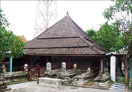 Wisata Religi Eson Cak Yuk Gresik Berikut Daftar Kabupaten Makam