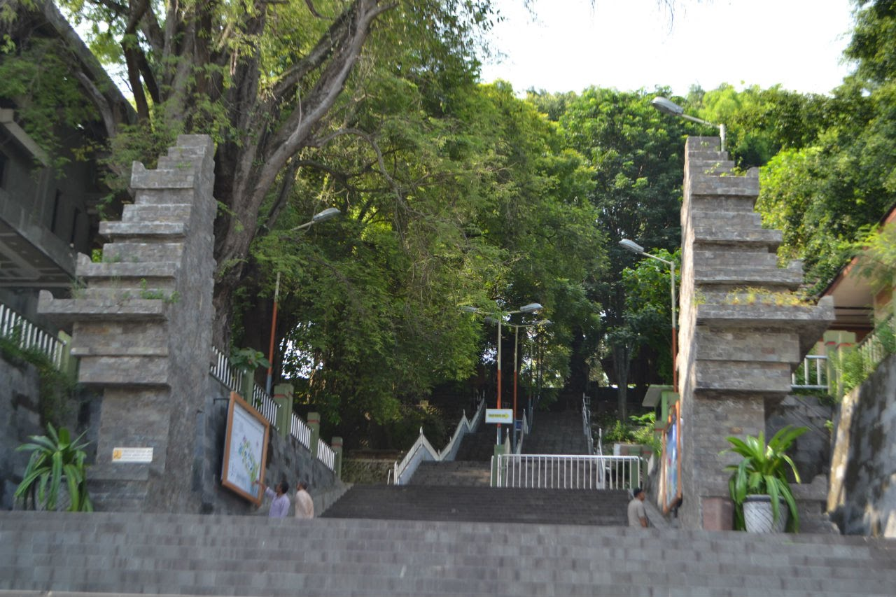 Wisata Religi Makam Sunan Giri Part 1 Youtube Prapen Gresik