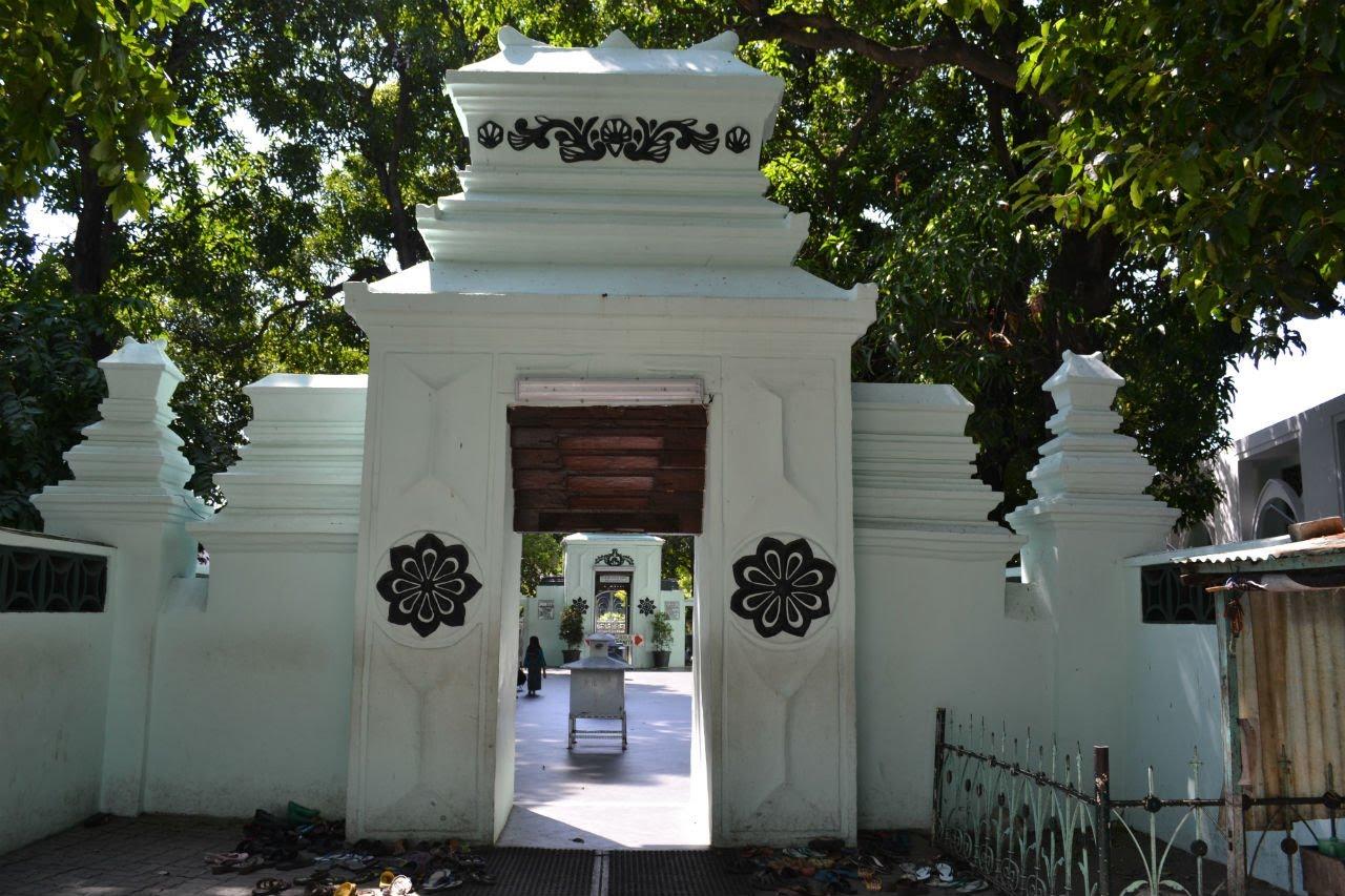 Wisata Religi Wali 5 Lima Ayo Tour Travel Pintu Gerbang