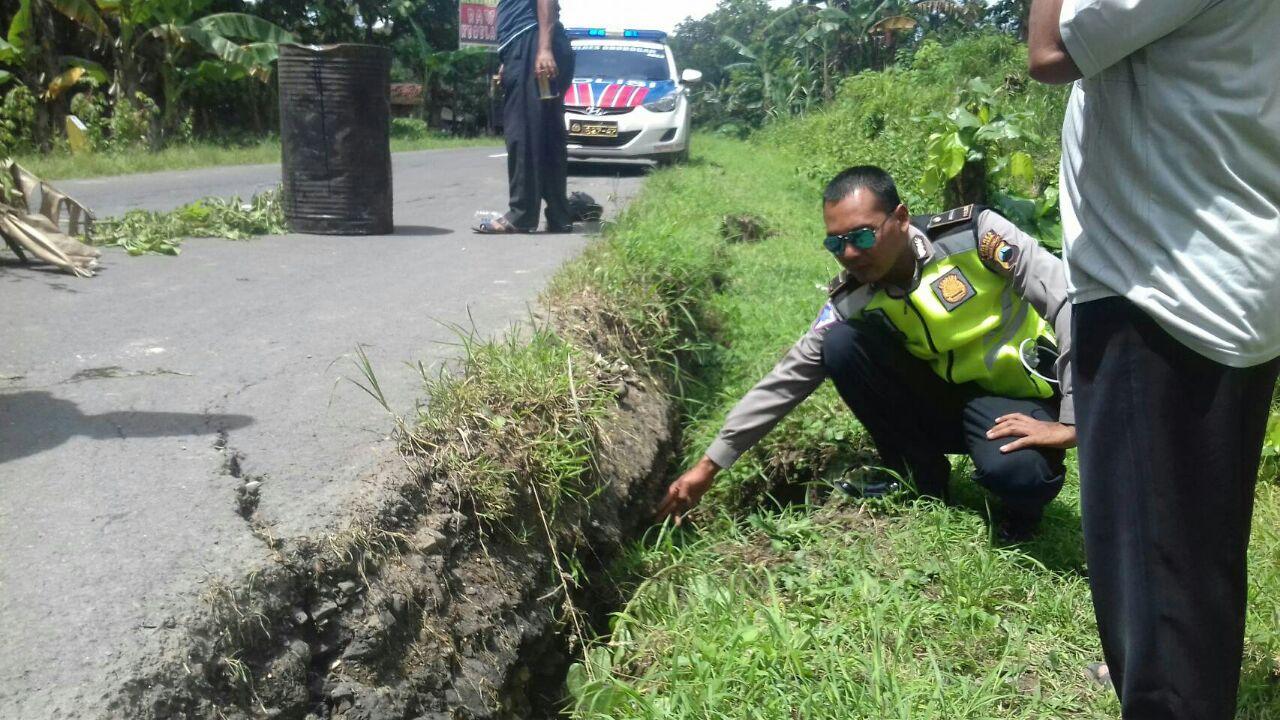 Hati Jalan Ambrol Desa Sumber Jati Pohon Kab Grobogan
