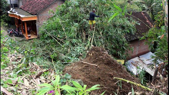 Longsor Timpa Rumah Jatipohon Grobogan Today Satu Keluarga Desa Sumberjatipohon