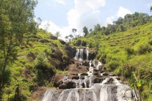 Pesona Air Terjun Kedung Kandang Gunungkidul Menakjubkan Indah Berada Tengah