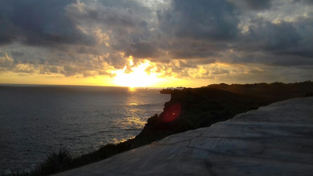 Senja Pantai Parangracuk Wisata Gunungkidul Tempat Piknik Parang Racuk Baron