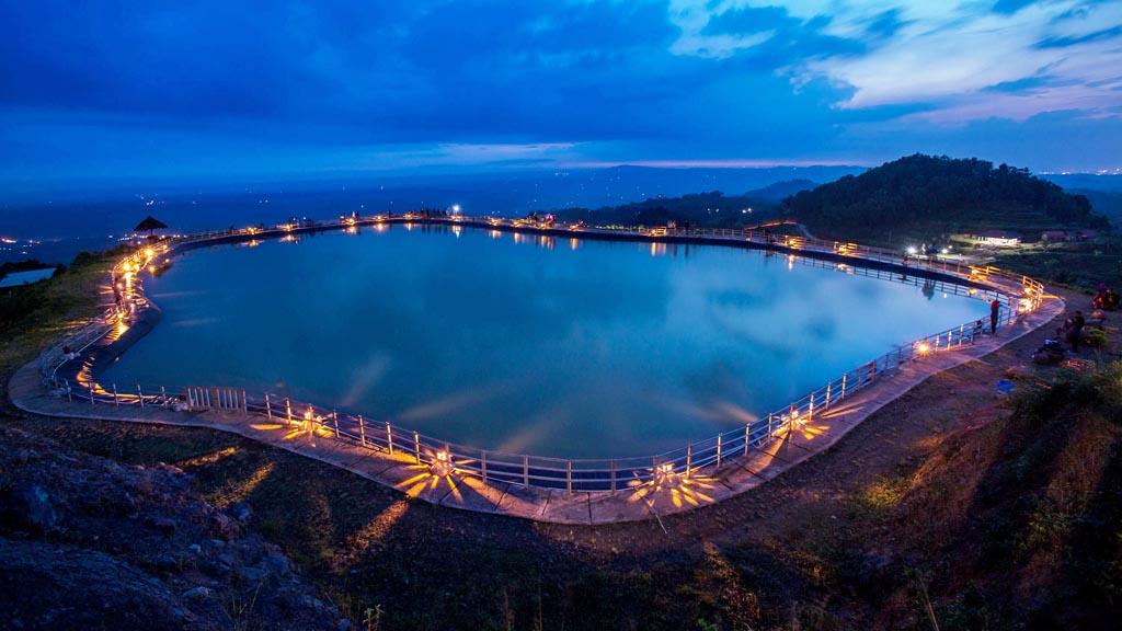 Embung Nglanggeran Indahnya Danau Buatan Atas Bukit Gunung Kidul Gunungkidul