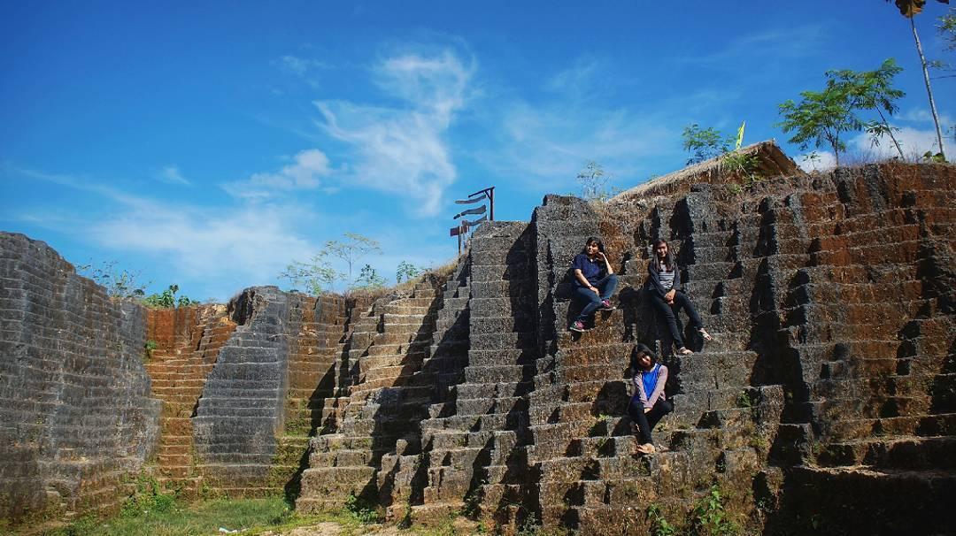 Watu Giring Gunung Kidul Mempesona Hasil Pahatan Maha Karya Kab