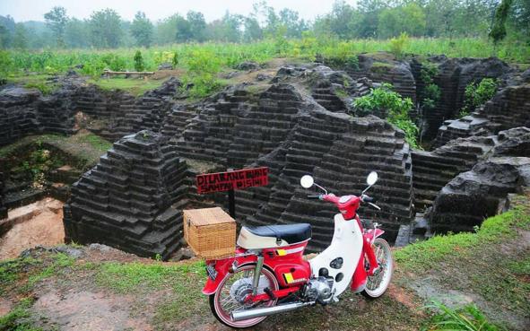 Watu Giring Gunung Kidul Penyatuan Karya Manusia Alam Unik Kab