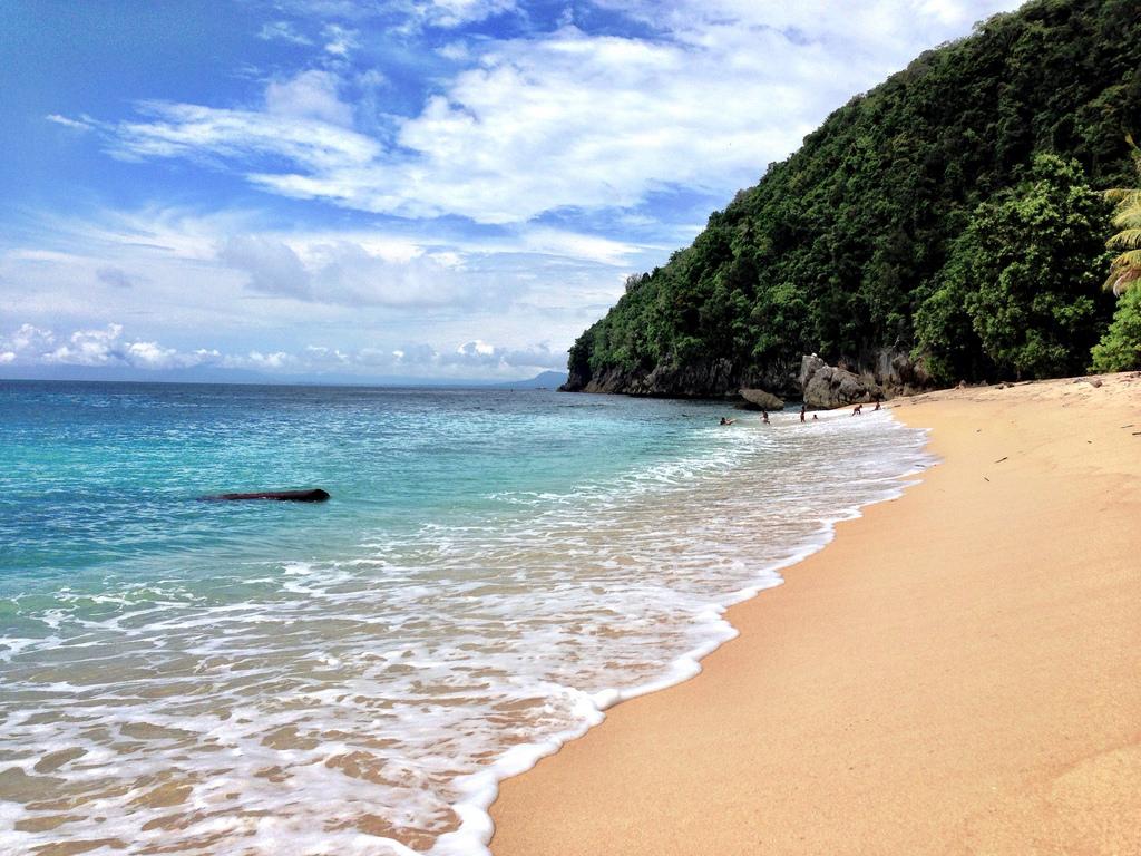 5 Tempat Wisata Pantai Cantik Papua Base Kab Jayapura