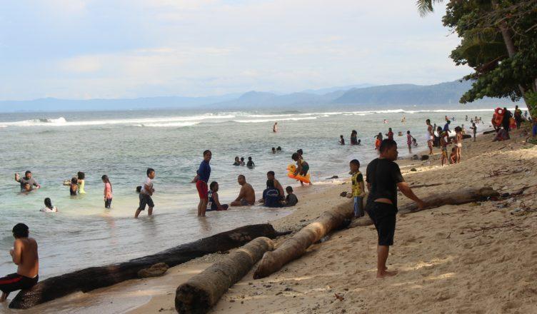 Wisata Pantai Kota Jayapura Dipadati Warga Papua View Base Kab