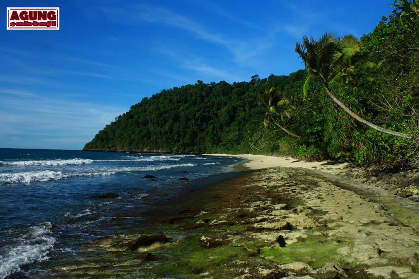 Agung Sabtaji Pantai Pasir Putih Holtekamp Jayapura Hotelkamp Kab
