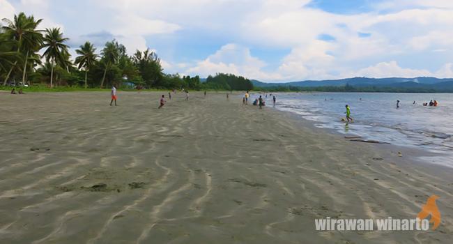 Riuh Rendah Pantai Holtekamp Tunawisma Kawasan Dikenal Lantaran Mempunyai Sebuah