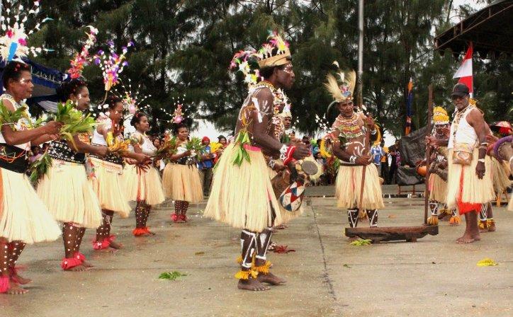 Serunya Menikmati Atraksi Festival Budaya Keerom Kabupaten Jayapura Artikel Pantai
