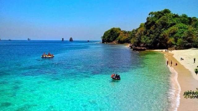 3 Pantai Indonesia Jadi Buah Bibir Kalangan Traveler Pasir 6