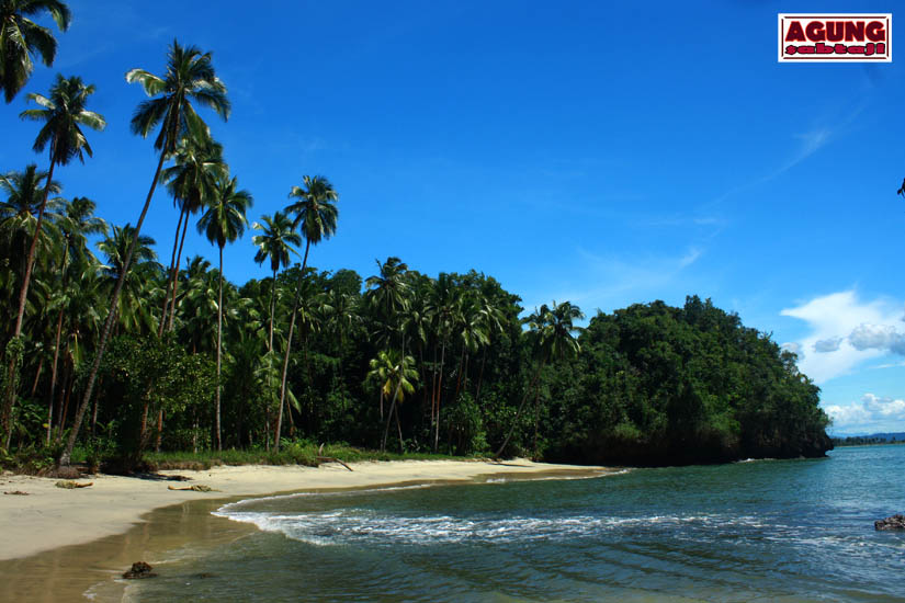 Agung Sabtaji Pantai Pasir Putih Holtekamp Jayapura 6 Kab