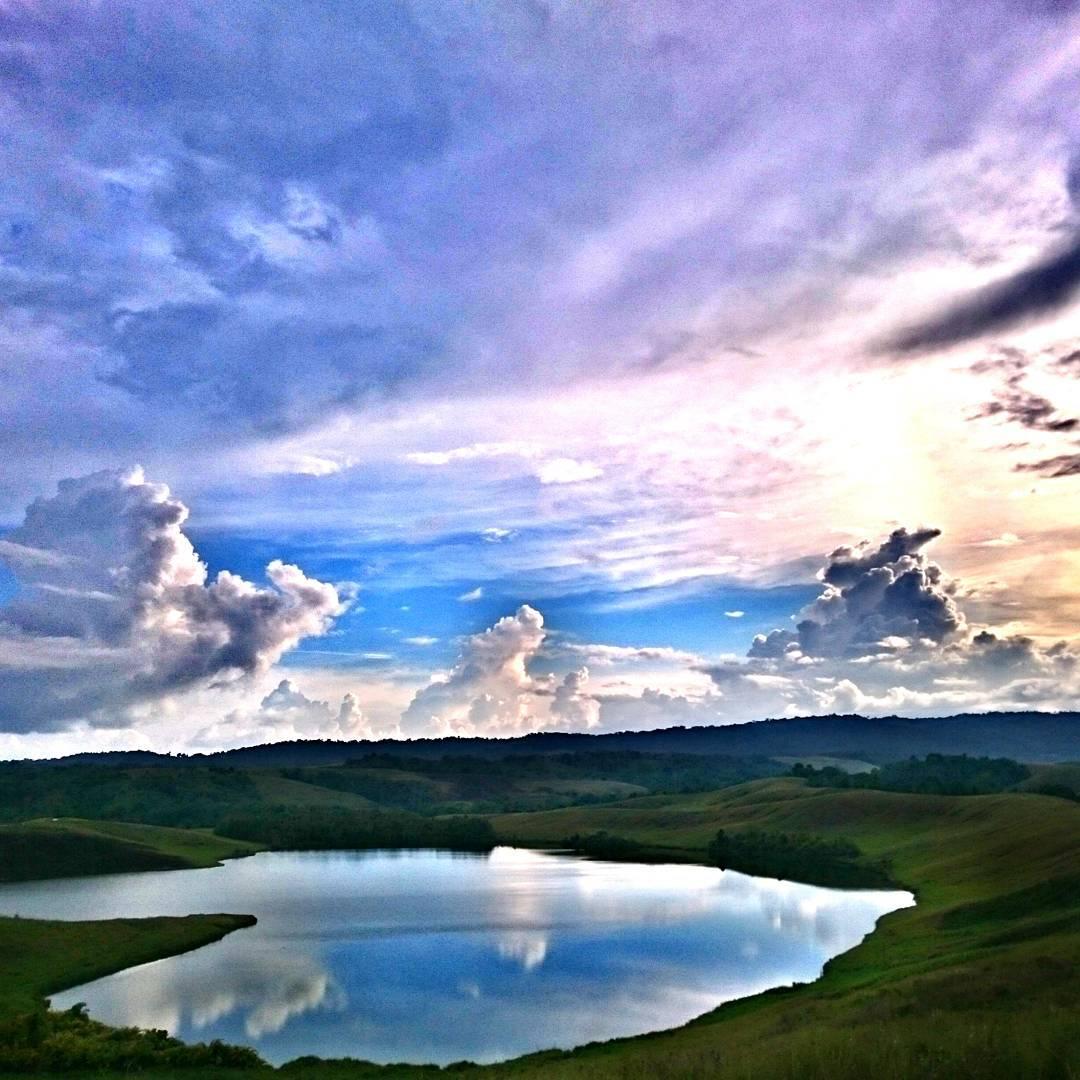 Danau Love Pesona Alam Romantis Jayapura Papua Om Wisata Berbentuk
