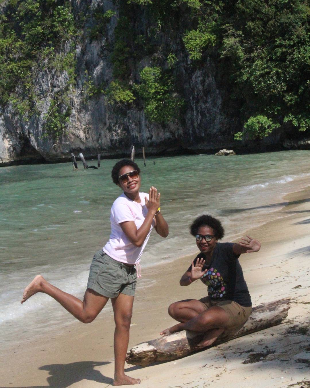 7 Wisata Jayapura Sajikan Panorama Alam Tanah Papua Menikmati Pantai