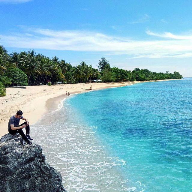 Mutiara Hitam Ujung Timur Indonesia Menympan Berbagai Pesona Pantai Pasir
