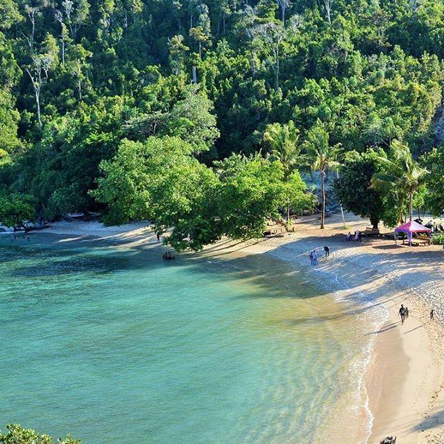 Mutiara Hitam Ujung Timur Indonesia Menympan Berbagai Pesona Pantai Umumnya