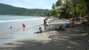 Traveling Papua Pantai Holtekamp Jayapura Hari Libur Sabtu Minggu Yacoba