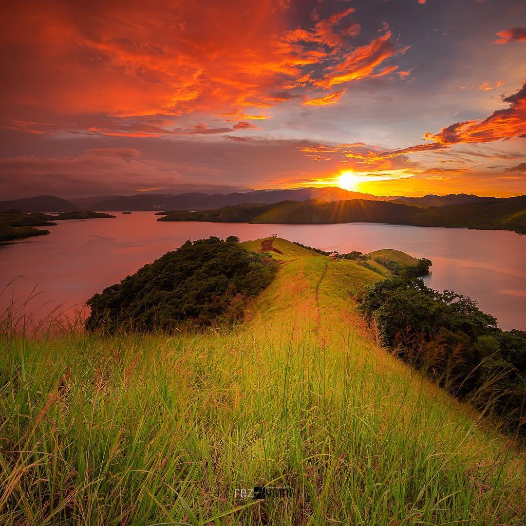 Wisata Papua Senja Danau Sentani Jayapura Menggugah Hati Foto Oleh