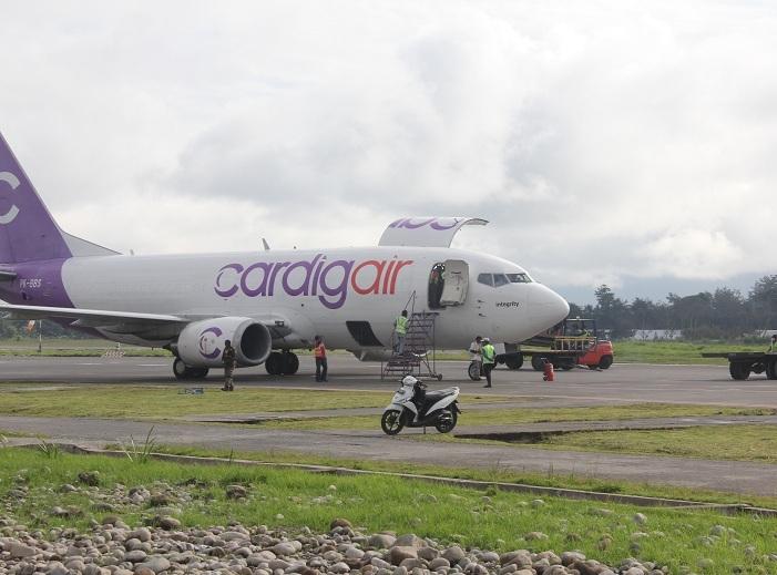 Bupati Ancam Tutup Penerbangan Kargo Wamena Pesawat Tengah Hutan Kab