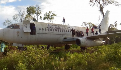 Keren Pesawat Hutan Papua Jadi Objek Wisata Dadakan Okezone News