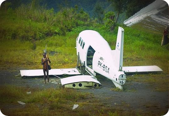 Kondisi Pesawat Pac 750 Komala Rusak Berat Usai Menabrak Rumah