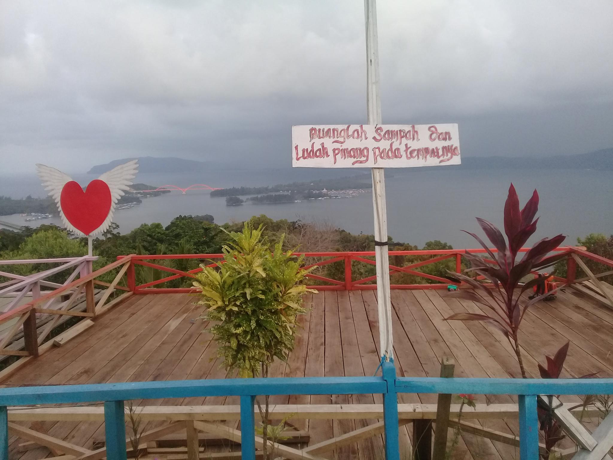 Berita Papua Melihat Purnama Bukit Jokowi Ditemani Angin Sejuk Jauh