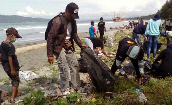 Peduli Lingkungan Polda Papua Turut Kegiatan Grebek Sampah Diikuti Oleh