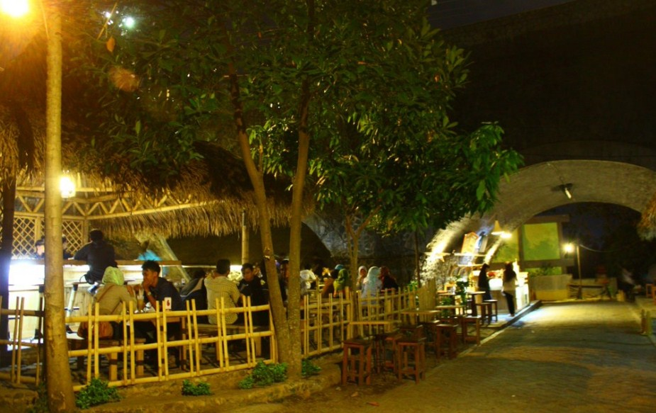 Alamat Kafe Kolong Unik Bawah Jembatan Jember Wisata Tempatku Kab
