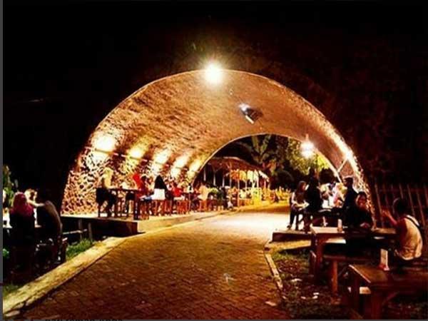 Kafe Kolong Jembatan Jpg 6 Tips Dibanjiri Pengunjung Jember Kab