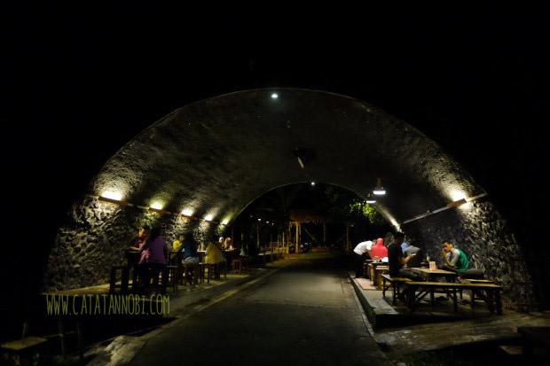 Kafe Kolong Unik Jembatannya Jember Catatan Nobi Kab