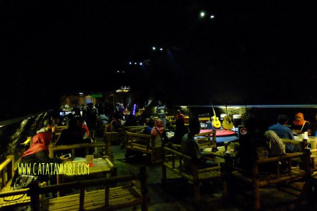 Kafe Kolong Unik Jembatannya Jember Catatan Nobi Panggung Pertunjukan Kab