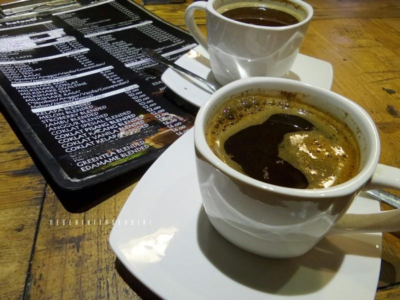 Kafekolong4 Jpg Kafe Kolong Jembatan Mastrip Jember Jam Buka 18