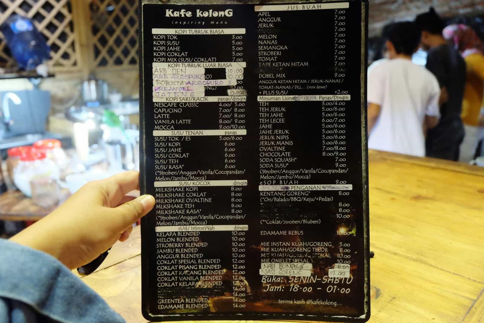 Keunikan Kafe Kolong Jember Ulinulin Menu Kab