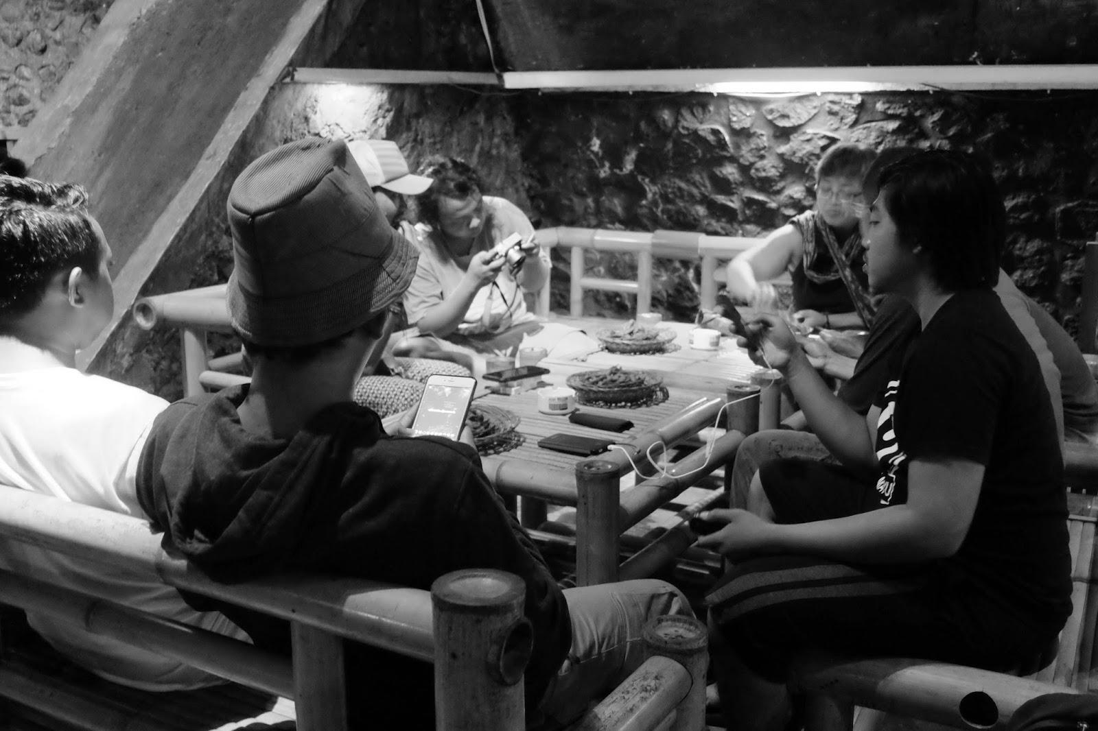Mampir Kafe Kolong Jember Tempat Ngopi Modern Unik Malam Bersama