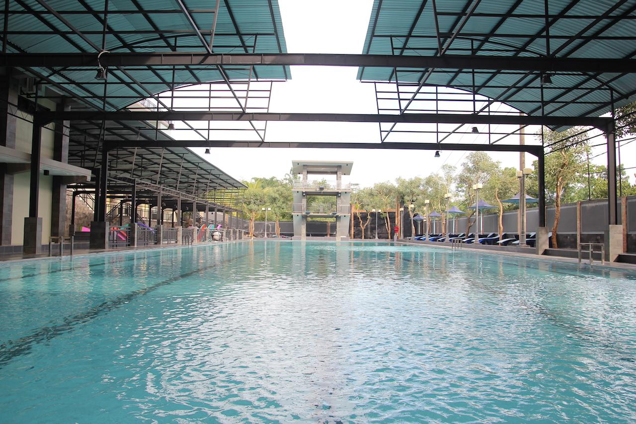 Kolam Renang Hotel Green Hill Tersedia Indoor Outdoor Anak Dewasa