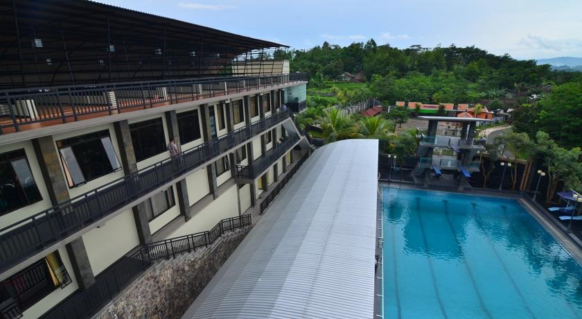 Price Green Hill Hotel Conventional Center Jember Reviews Kolam Renang