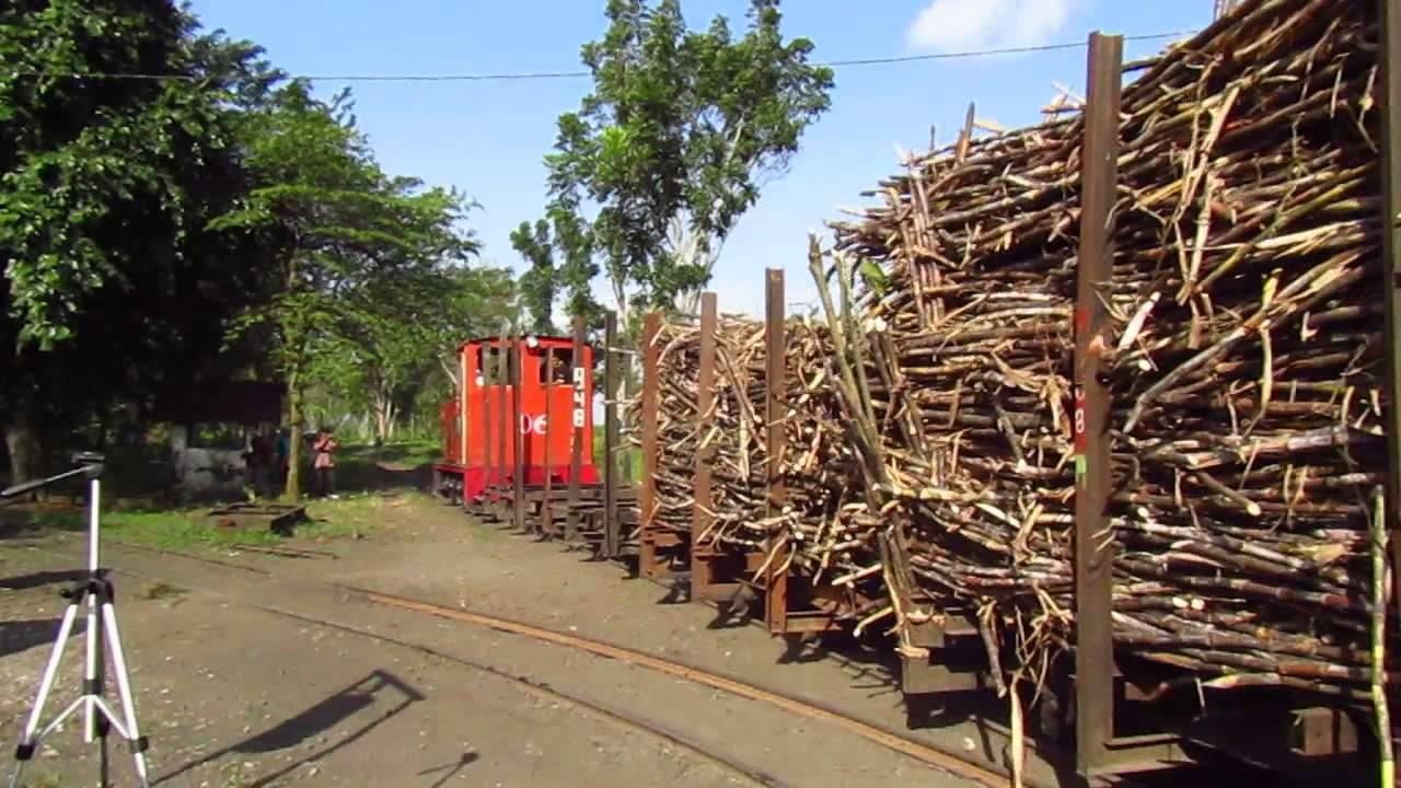 Kereta Lori Pengangkut Tebu Pabrik Gula Jatiroto Lumajang Youtube Loko