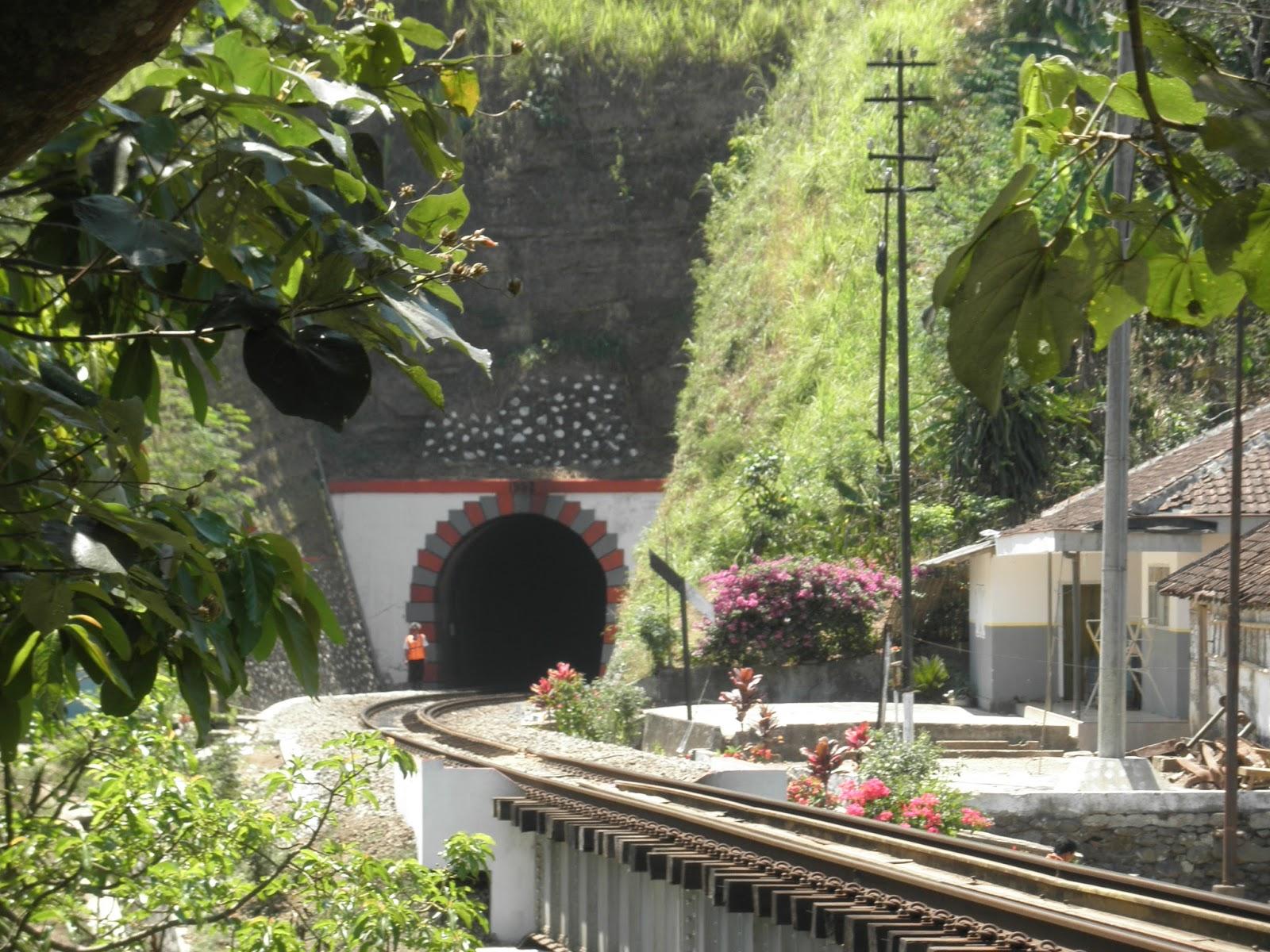 Menyusuri Jejak Kolonial Lori Wisata Kalibaru Garahan Terowongan Sumber Drpaca