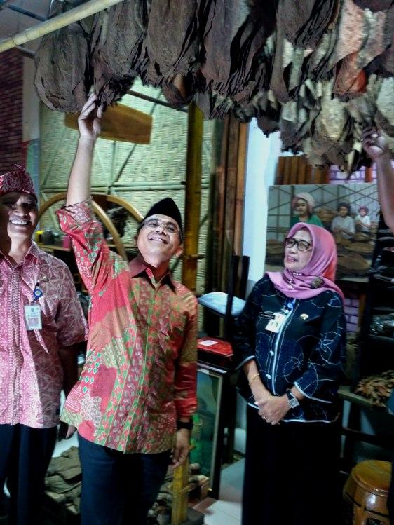 Kunjungi Museum Tembakau Anas Berharap Cerutu Jember Jadi Merk Bupati
